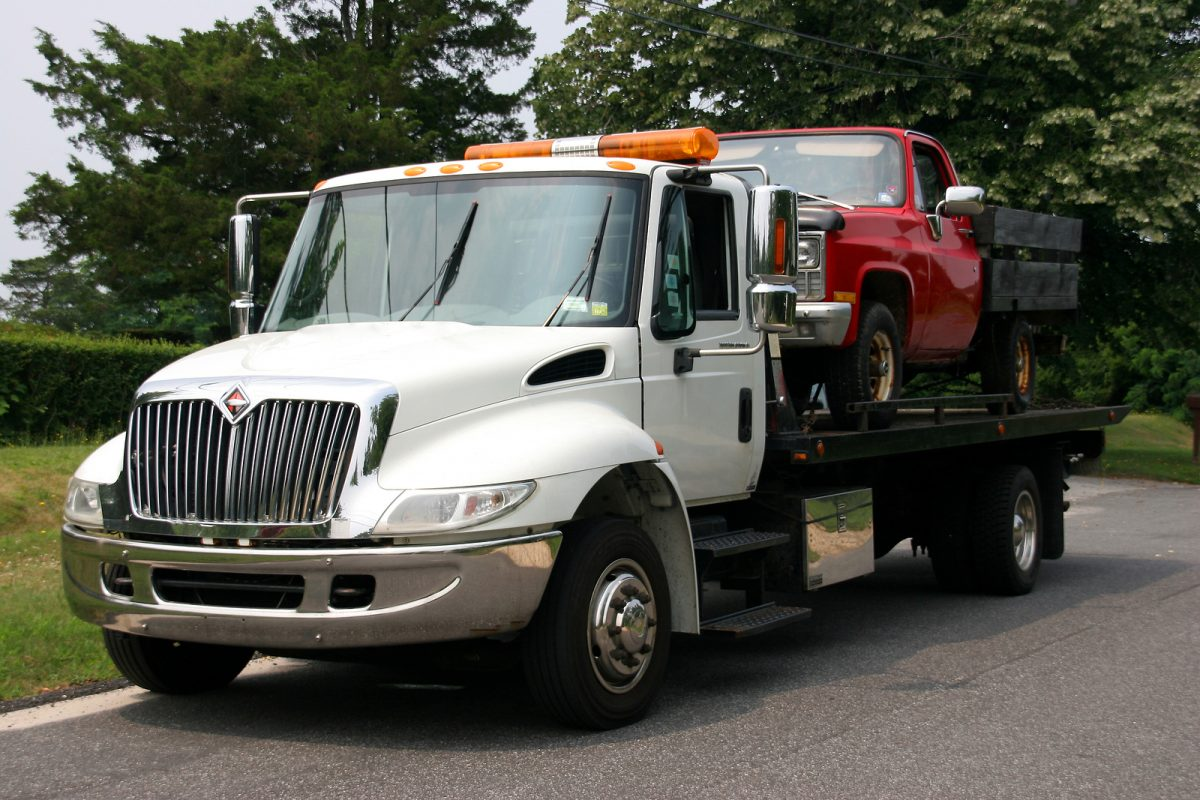 5 Tip To Protect Yourself And Your Vehicle On Your Next Tow